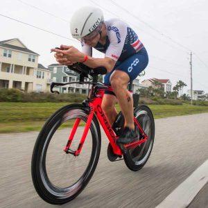 Medición del Consumo de Sustratos Energéticos (Carbohidratos y Grasas) a una Determinada Intensidad o al Ritmo de Competición (por ej. Ironman 70.3 o 140.6)